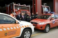 El alcalde de Camargo, Angel Duque, ha presentado los dos nuevos vehículos ligeros 4x4 que el Ayuntamiento ha adquirido