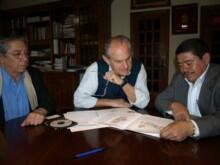 El alcalde de Camargo, Angel Duque, ha recibido en su despacho al alcalde del municipio salvadoreño de Ciudad Delgado, José Tomás Minero, y al representante en España del Frente Farabundo Martí para la Liberación Nacional (FMLN), Jorge Palencia.