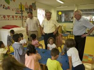 El alcalde con los concejales de Educación y Obras este verano