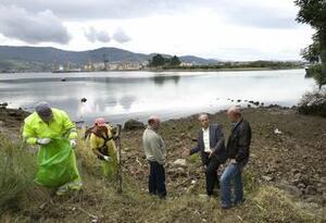 El alcalde visitó la zona con el concejal de Medio Ambiente y el presidente de la Junta Vecinal de Maliaño