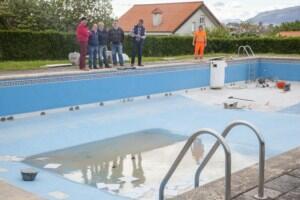 recta final de las reparaciones en la piscina municipal de Igollo