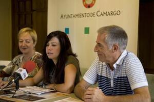 La concejala, Jennifer Gómez, con Ana Bolado y Laureano Mancebo en la presentación del programa 'Con otros acordes'