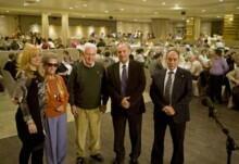 El alcalde y la concejala de Mayores entregaron los galardones a los homenajeados durante el encuentro anual de la Asociación de Jubilados.