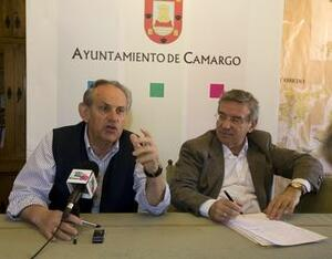 El alcalde, Angel Duque, con el concejal de Hacienda, Jesús Torre, en una imagen de archivo